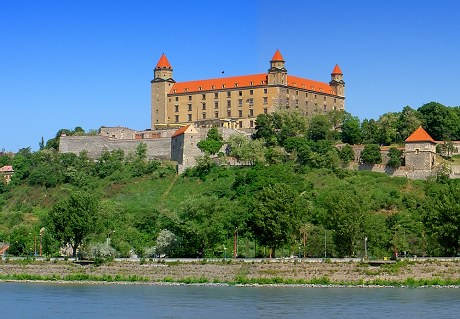 15. století je Bratislavský hrad již poněkolikáté kompletně ...